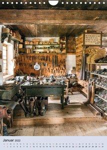 Alte Werkstätten, Werkbänke und Handwerkszeug (Wandkalender 2022 DIN A4 hoch)