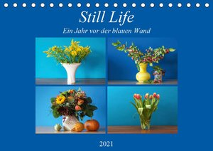 Still Life - Blumen vor der blauen Wand (Tischkalender 2021 DIN