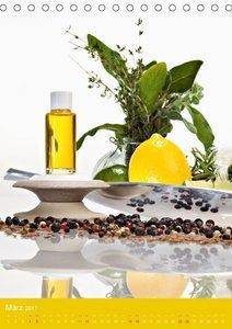 Ätherische Pflanzenöle (Tischkalender 2017 DIN A5 hoch)