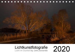 Lichtkunstfotografie - Licht im Dunkel by JanLeonardo