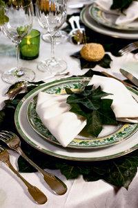 Premium Textil-Leinwand 80 cm x 120 cm hoch Tisch in Grün