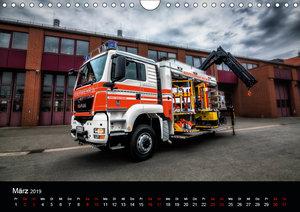 Feuerwehr und Rettungsdienst (Wandkalender 2019 DIN A4 quer)