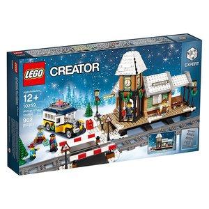 Creator Winterlicher Bahnhof