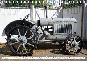 Sowjetische Traktoren - Klassische Trecker der UdSSR (Tischkalen