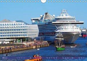 Kreuzfahrtschiffe zu Gast in Hamburg (Wandkalender 2017 DIN A4 q