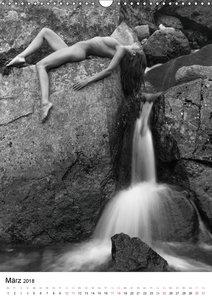 Akt am Wasserfall (Wandkalender 2018 DIN A3 hoch)