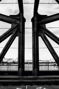 Premium Textil-Leinwand 60 cm x 90 cm hoch Stahlbrücke