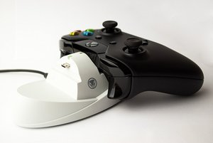 snakebyte - charge:dock Ladestation für XBOX ONE, weiss