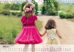 Glückliche Kinder. Kleine Elfen in der Natur