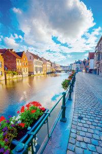 Premium Textil-Leinwand 50 cm x 75 cm hoch Kanal in der Altstadt
