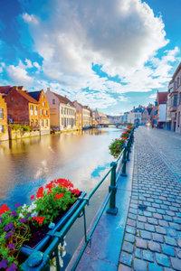 Premium Textil-Leinwand 60 cm x 90 cm hoch Kanal in der Altstadt