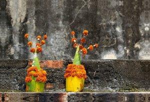 Premium Textil-Leinwand 90 cm x 60 cm quer Laos, Blumenschmuck