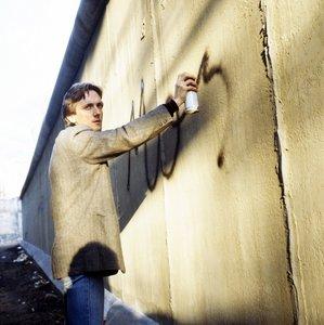 Der Mann auf der Mauer