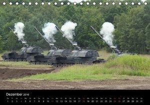 Panzerstahl auf der Heide. Leopardpanzer in Munster (Tischkalend