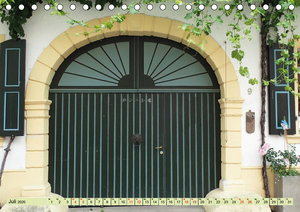 Kunstvolle Tore alter Weingüter