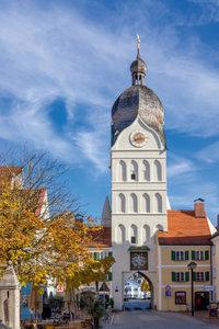 Premium Textil-Leinwand 60 cm x 90 cm hoch Schöner Turm Erding