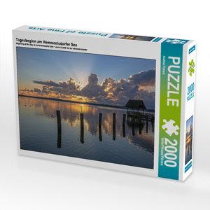 CALVENDO Puzzle Tagesbeginn am Hemmenlsdorfer See 2000 Teile Leg