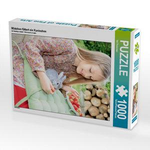 Mädchen füttert ein Kaninchen 1000 Teile Puzzle hoch