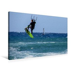 Premium Textil-Leinwand 75 cm x 50 cm quer Kitesurfen im tiefbla
