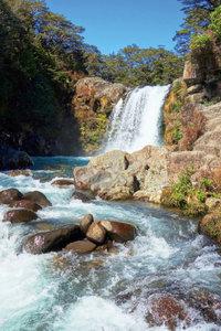 Premium Textil-Leinwand 50 cm x 75 cm hoch Tawhai Falls