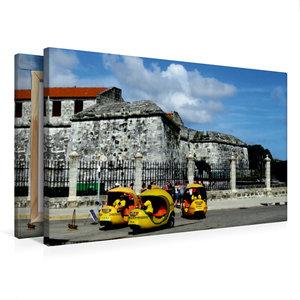 Premium Textil-Leinwand 75 cm x 50 cm quer Coco-Taxis in Havanna