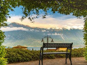 CALVENDO Puzzle Park von Limone sul Garda mit dem noch schneebed
