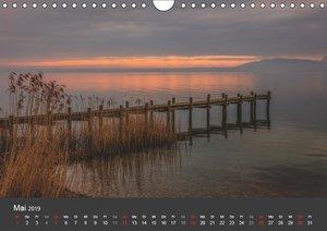 Chiemsee in magischem Licht (Wandkalender 2019 DIN A4 quer)