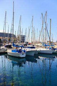 Premium Textil-Leinwand 50 cm x 75 cm hoch Boote im Hafen von Pu