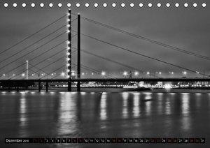 Düsseldorfer Rheinspaziergang in schwarz und weiß