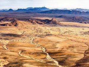 CALVENDO Puzzle Sandwüste mit Trockenflussläufen, Luftaufnahme 1