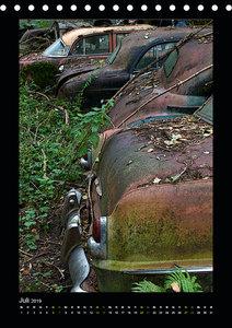 Zerfallende Schönheiten - Historischer Autofriedhof (Tischkalend