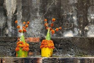 Premium Textil-Leinwand 120 cm x 80 cm quer Laos, Blumenschmuck