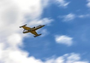 Modellflug in Szene gesetzt (Tischaufsteller DIN A5 quer)