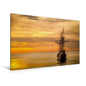 Premium Textil-Leinwand 120 cm x 80 cm quer Boot im Sonnenunterg