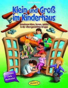 Klein und Groß im Kinderhaus