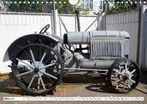 Sowjetische Traktoren - Klassische Trecker der UdSSR (Wandkalend
