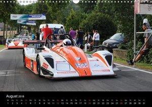 Formelrennwagen am Berg