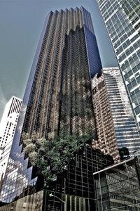 Premium Textil-Leinwand 80 cm x 120 cm hoch Trump Tower