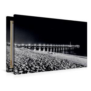Premium Textil-Leinwand 90 cm x 60 cm quer Seebrücke bei Nacht