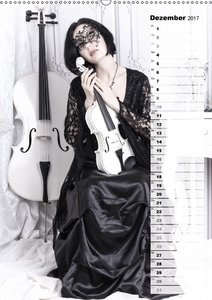 Weißes Cello auf Reisen