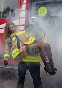 Faszination Feuerwehr - Erotische Fotografien (Tischaufsteller D