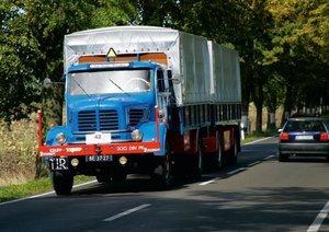 Vintage Trucks (Poster Book DIN A4 Landscape)
