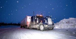 Ice Road Truckers - Trucks on the Rocks