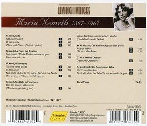 Singt Arien Von Verdi,Mozart..